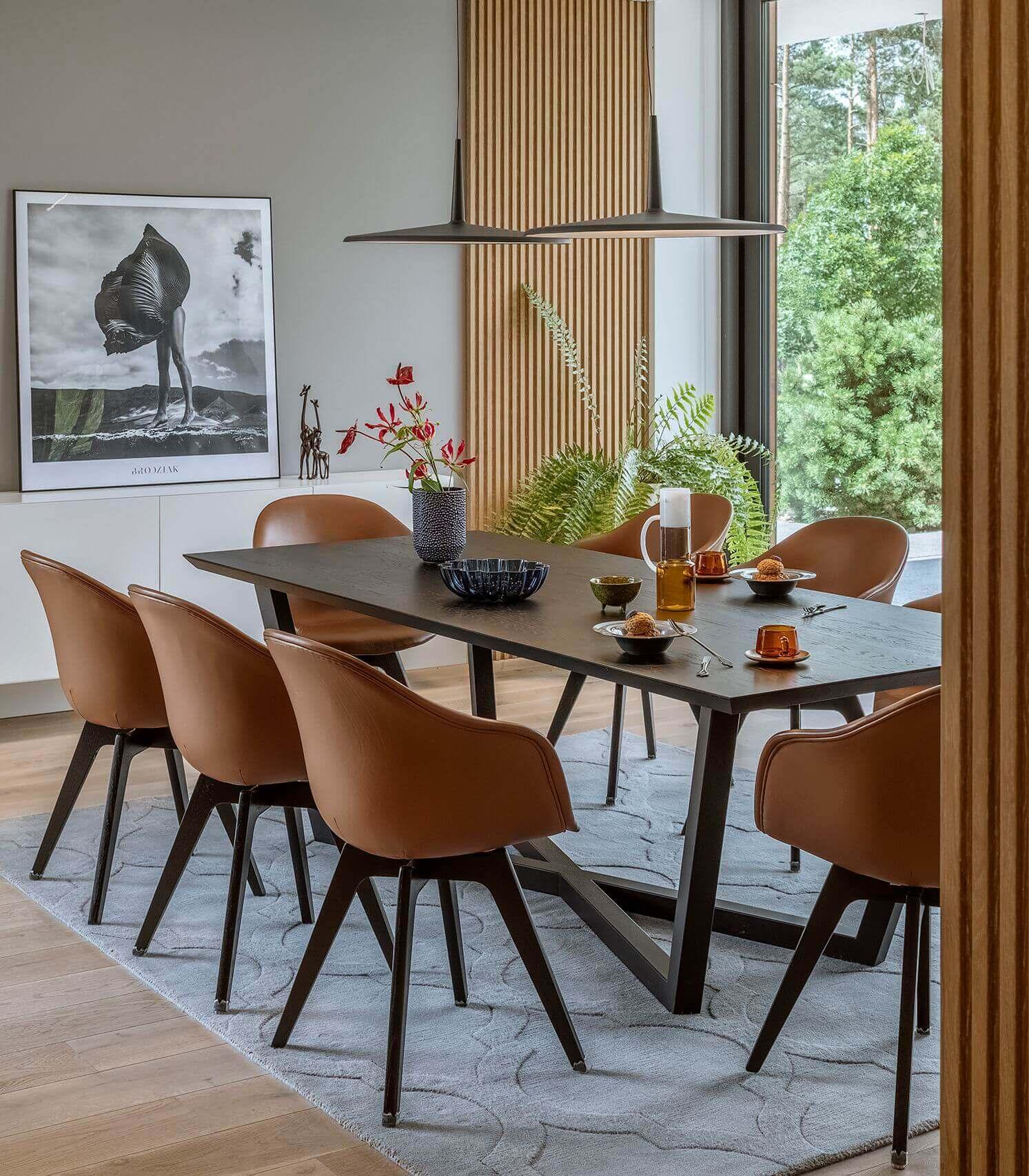 elegancki stol z czarnym blatem