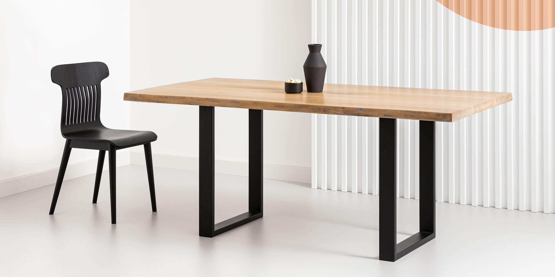 stol debowy z naturalnymi krawedziami