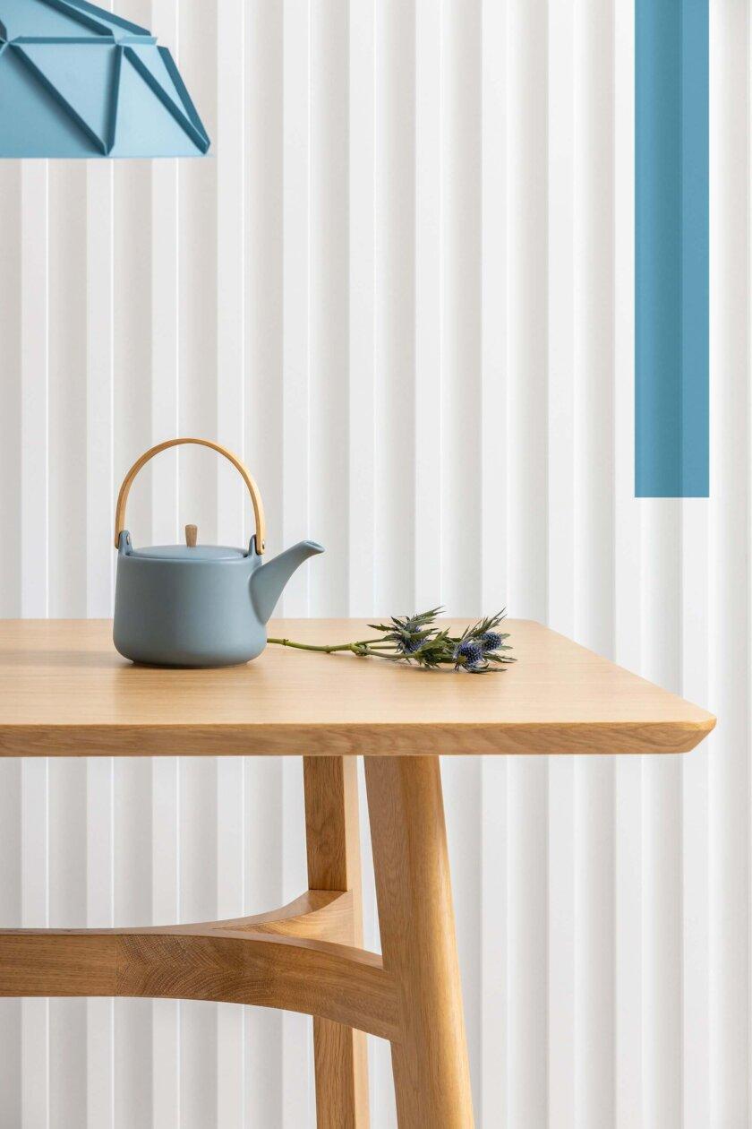 debowy nowoczesny stol