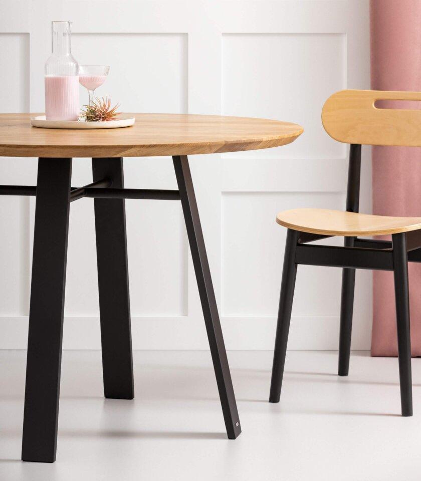 okragly debowy stol quadro czarny