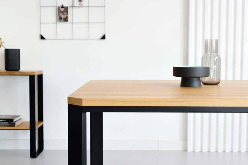 stol maly prostokatny minimalistyczny