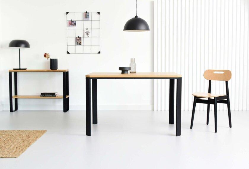 maly ptostokatny stol z debowym blatem