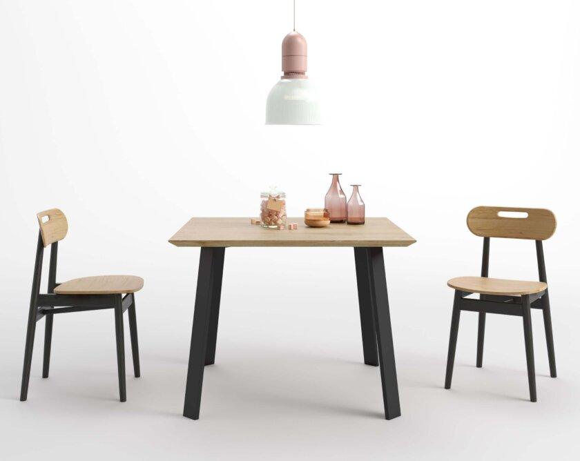 maly stol do jadalni z debowym blatem