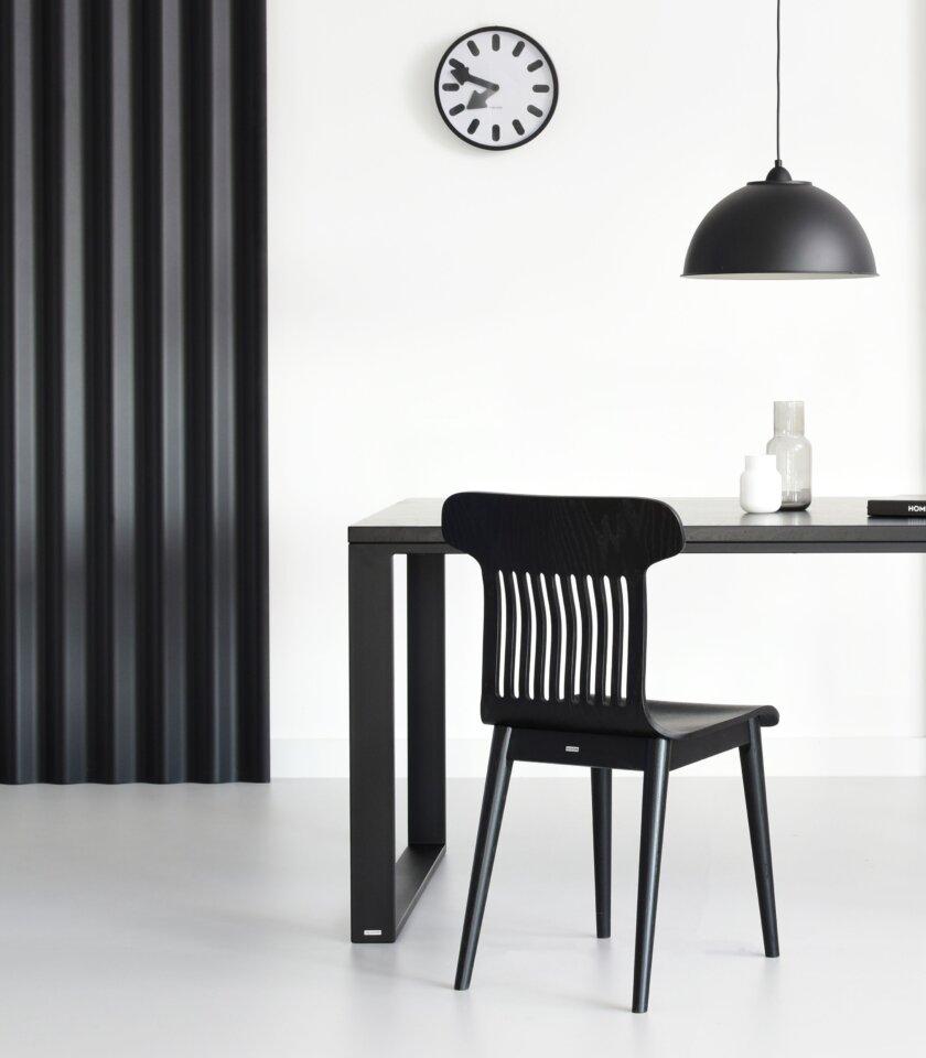 czarne drewniane krzeslo designerskie