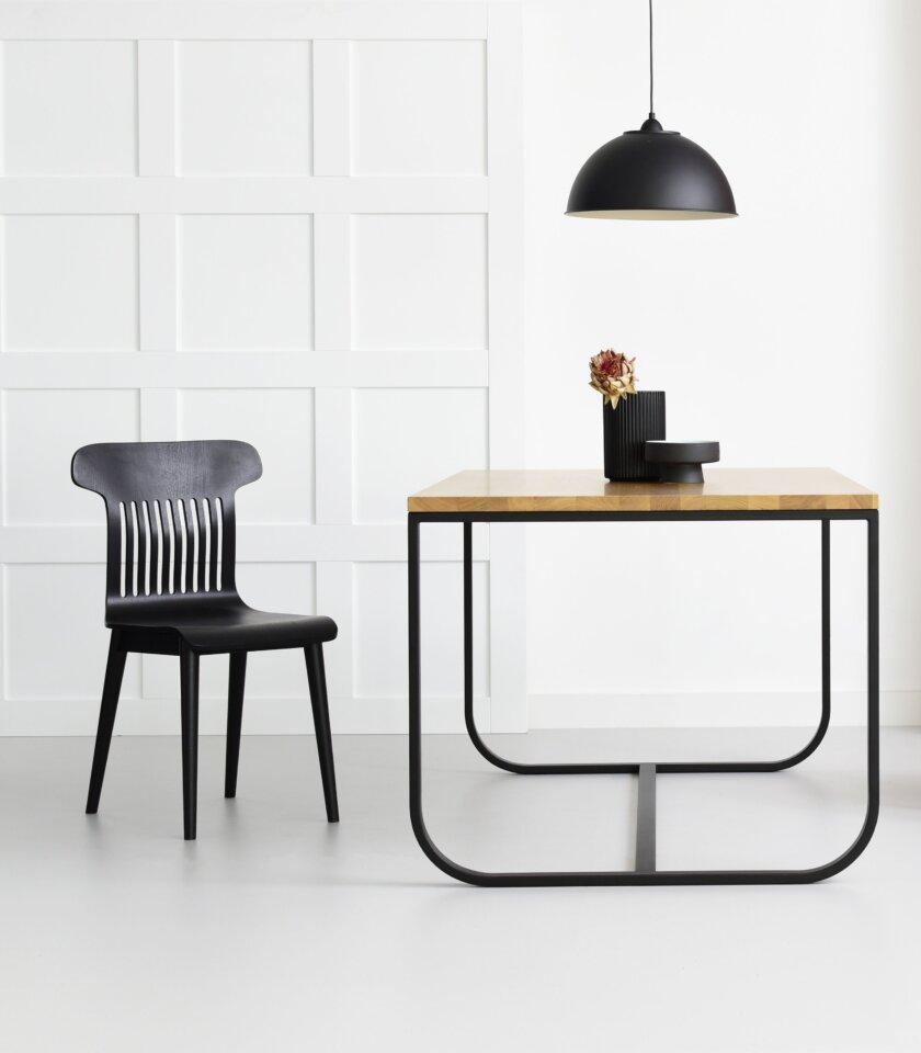 czarne nowoczesne minimalistyczne krzeslo