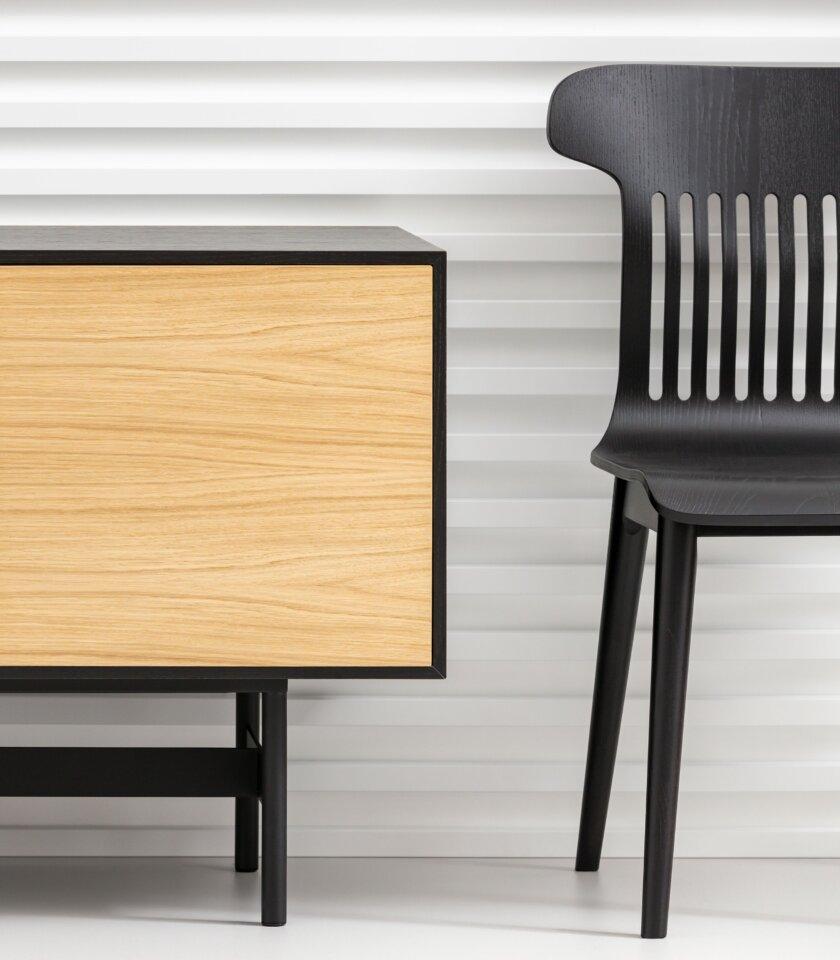 czarne krzeslo polski design