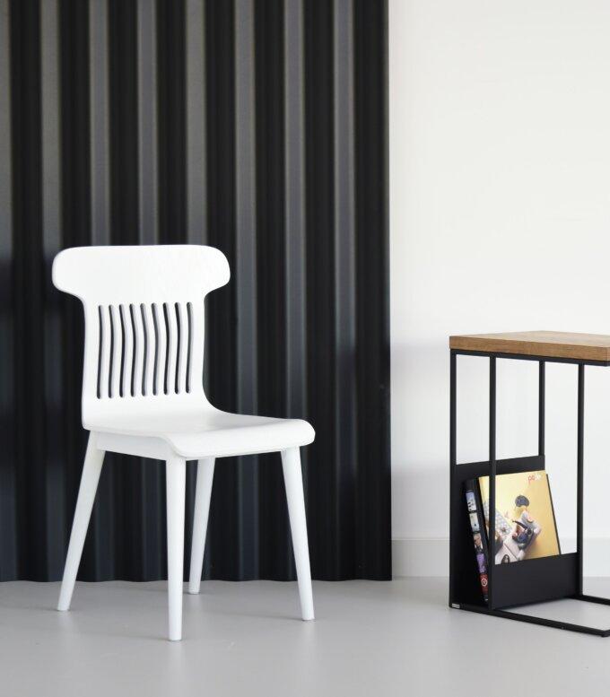 biale krzeslo drewniane nowoczesne