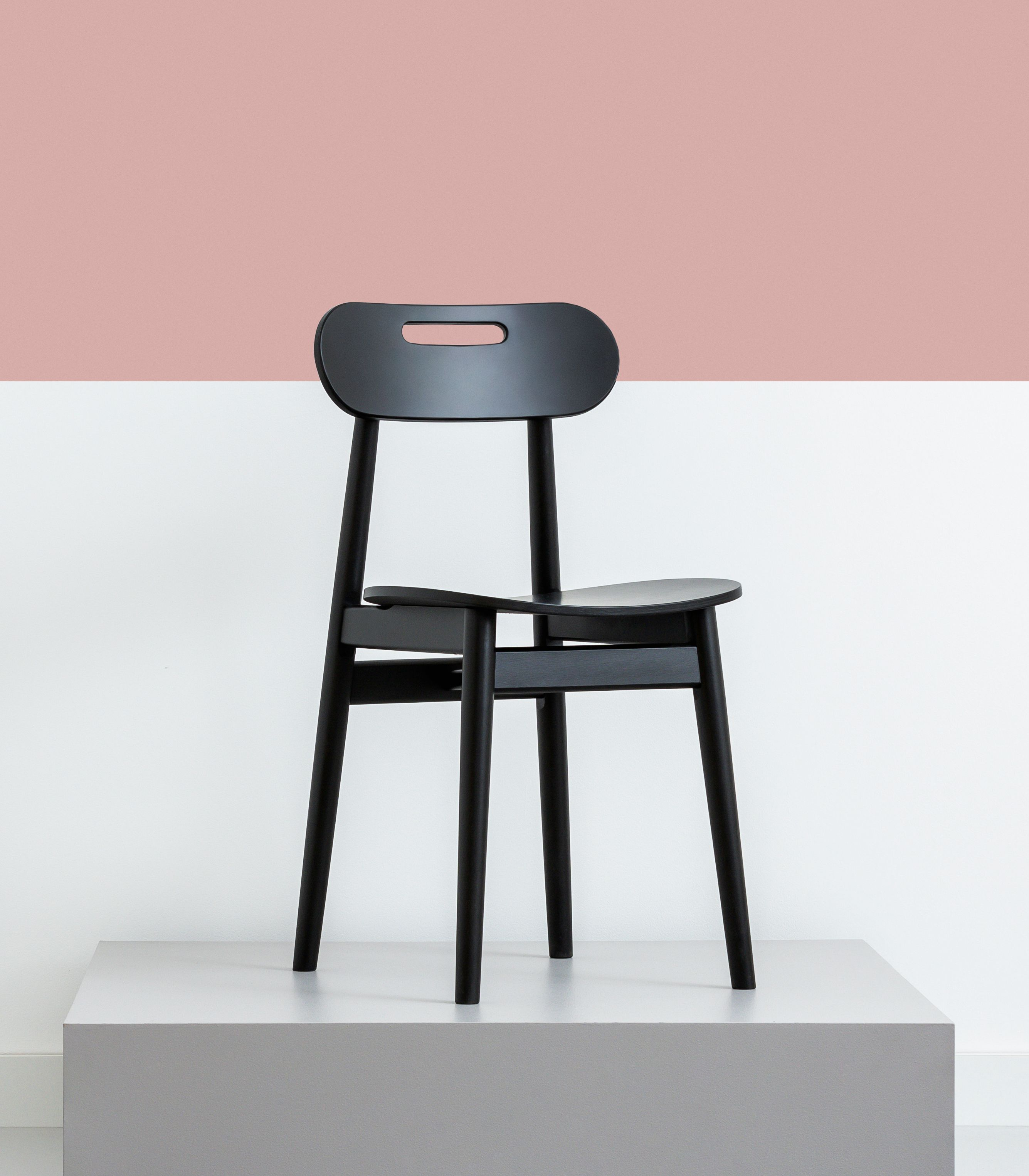 krzeslo drewniane nowoczesne w stylu skandynawskim