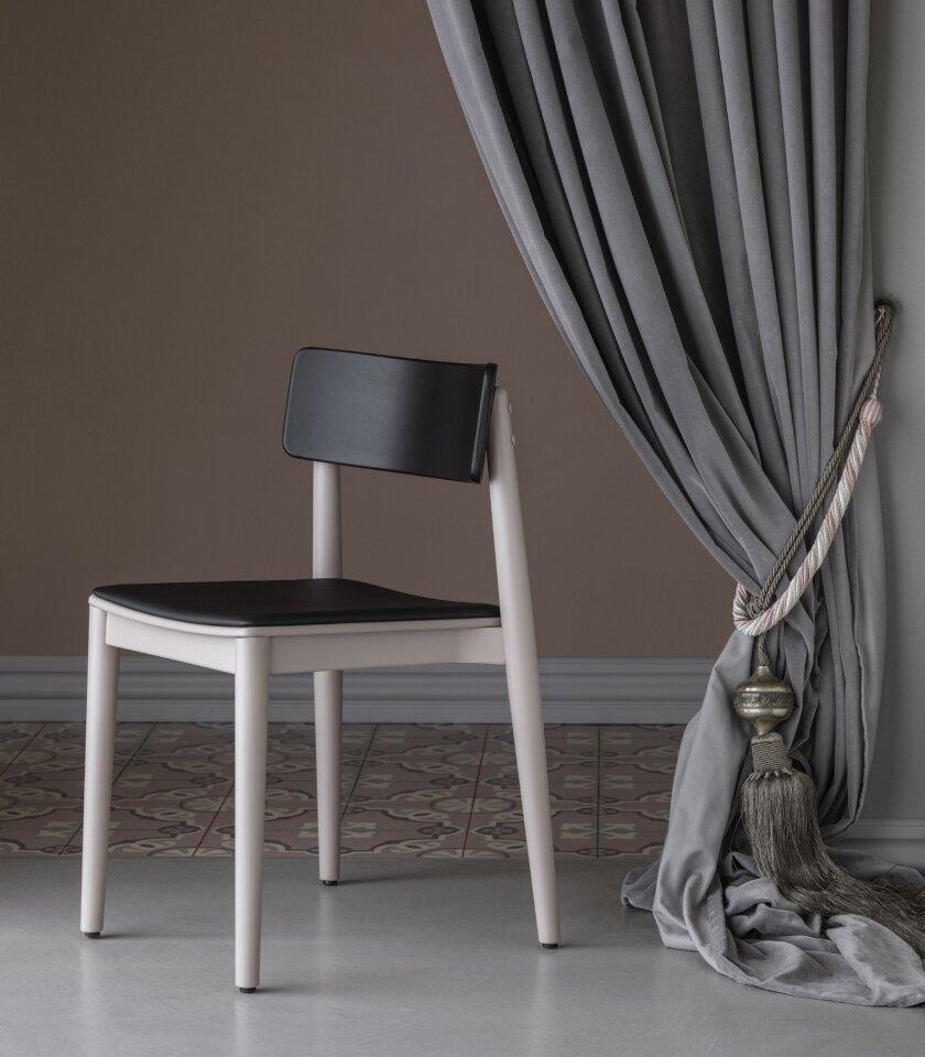 krzeslo drewaniane rozowe roz