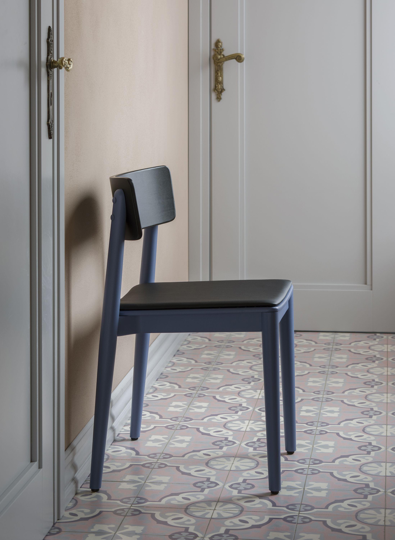 krzeslo drewno kolorowe polski design