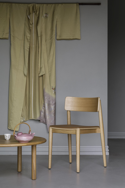 krzeslo dab naturalny brazowa tapicerka