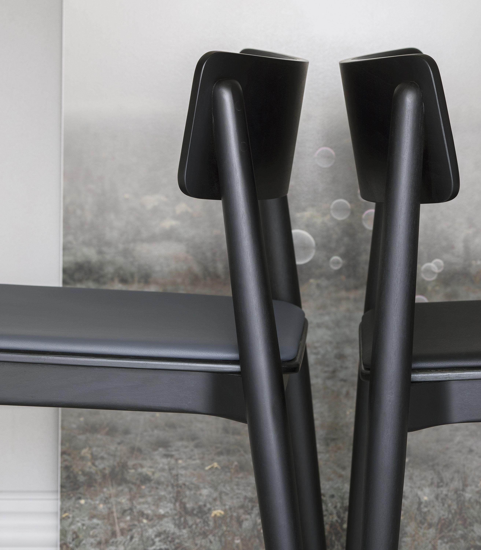 krzeslo czarne drewniane grafitowe siedzisko miekkie