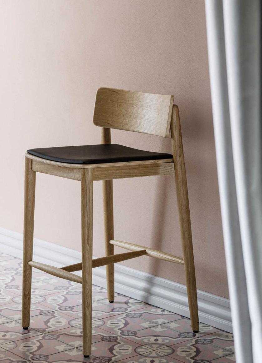 krzeslo barowe debowe hocker w stylu skandynawskim