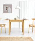 maly rozkladany stol drewniany