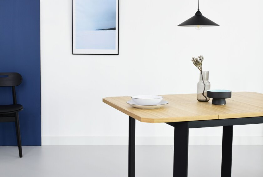 maly rozkladany stol industrialny czarny