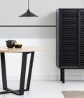 szafka minimalistyczna czarna z przesuwanymi drzwiami