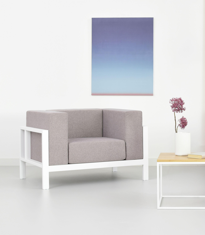fotel w stylu skandynawskim bialy