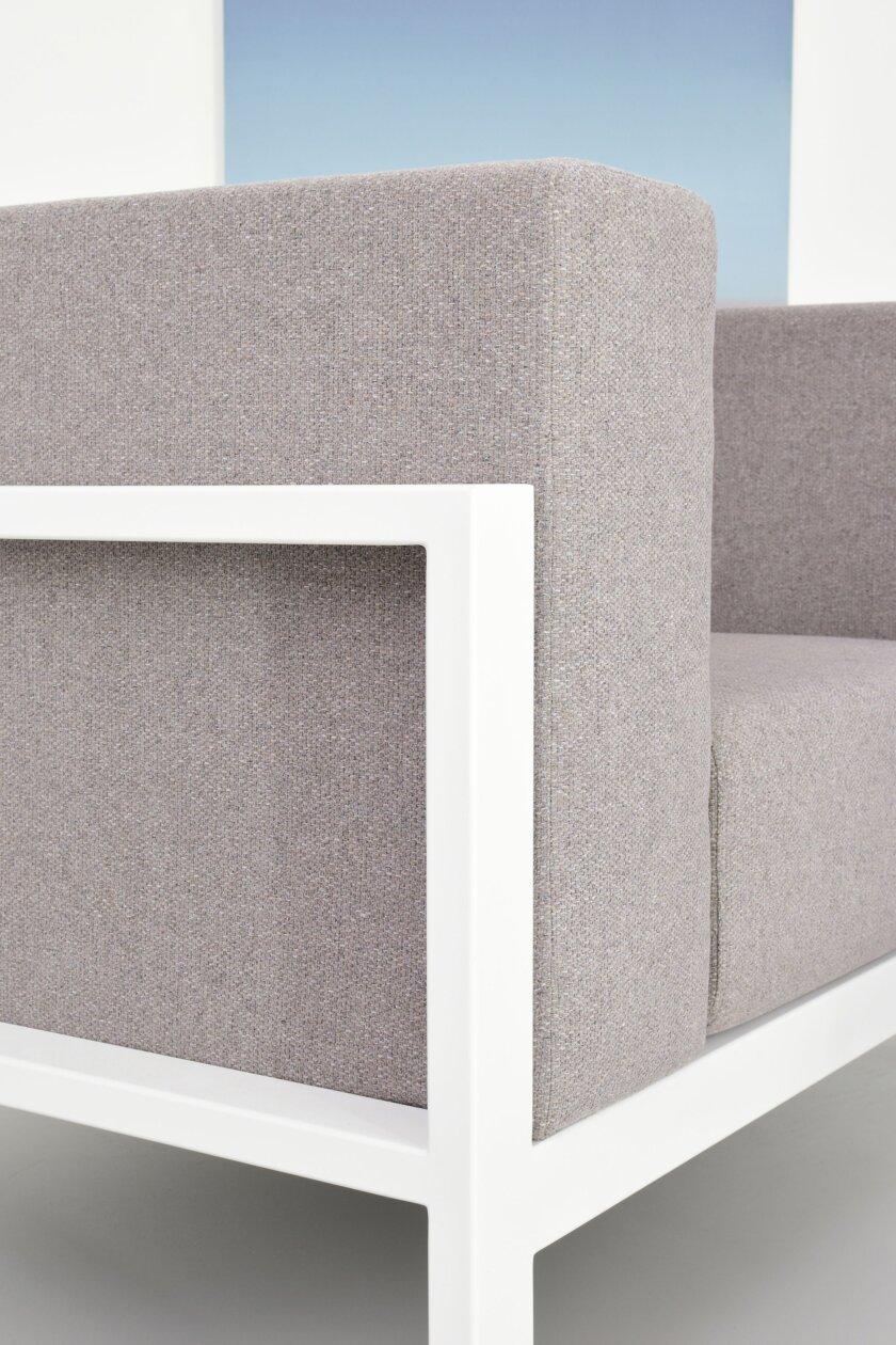 bialo szary nowoczesny fotel