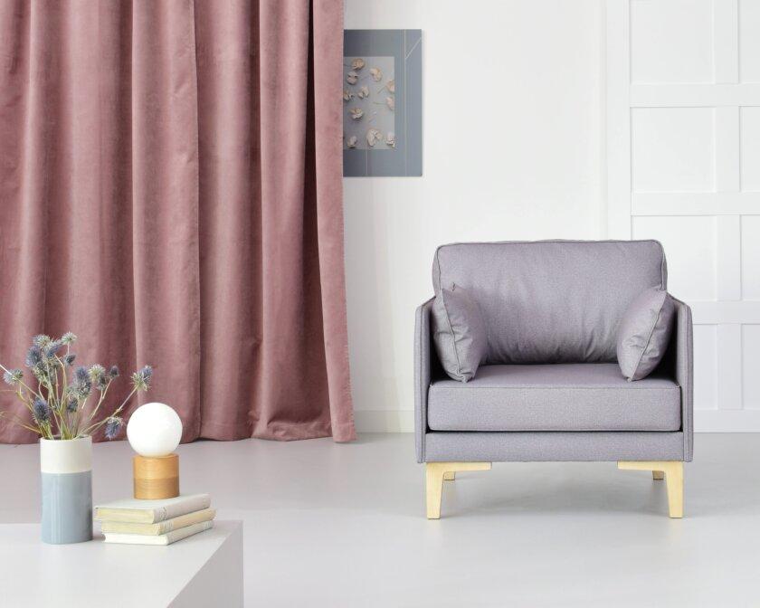 fotel szary w stylu skandynawskim